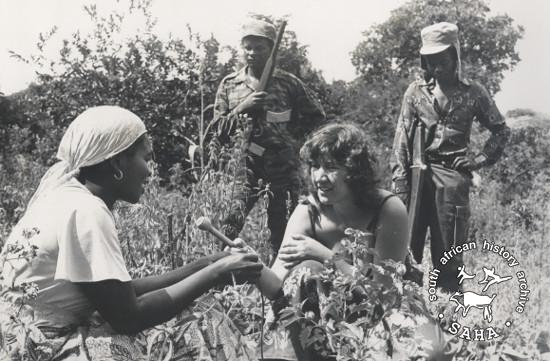 Julie Frederikse conducting an interview with a woman in rural Zimbabwe. Photograph by Biddy Partridge. Archived as SAHA collection AL2460_U06.02