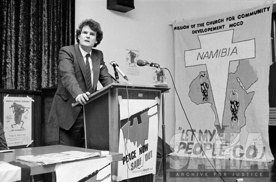 Namibian lawyer Anton Lubowski addressing an End Conscription (ECC) meeting in Johannesburg, July 1984, photographer: Gille de Vlieg, archived as AL3274_B9