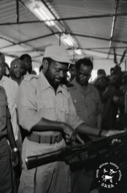 Samora Machel and others inspecting military arms at a Non-Aligned meeting in Maputo