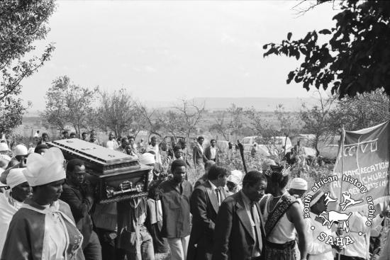 Funeral procession of Driefontein leader, Saul Mkhize, who was killed by a policeman at a community meeting in 1983 (SAHA Collection AL3274 :: The Gille de Vlieg Photographic Collection)