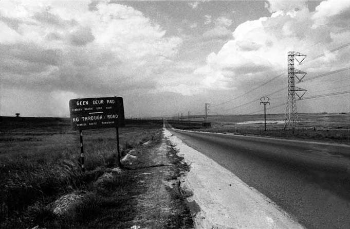 The road to Tembisa, 1984 - photograph by Gille de Vlieg