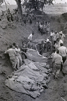 Mass burial of victims following an airstrike in Lusaka 19 Oct 1977, Zambia